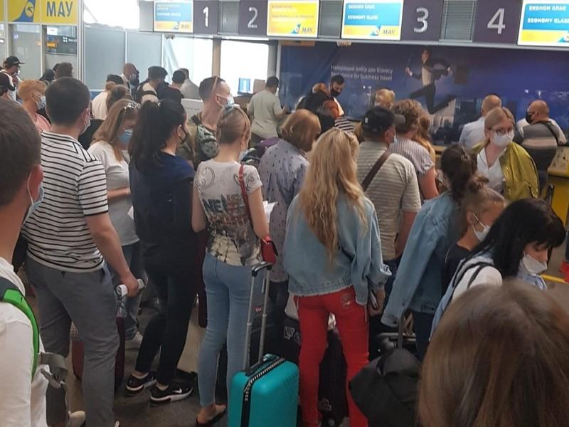"""Літак МАУ """"забув"""" десятки пасажирів у """"Борисполі"""""""