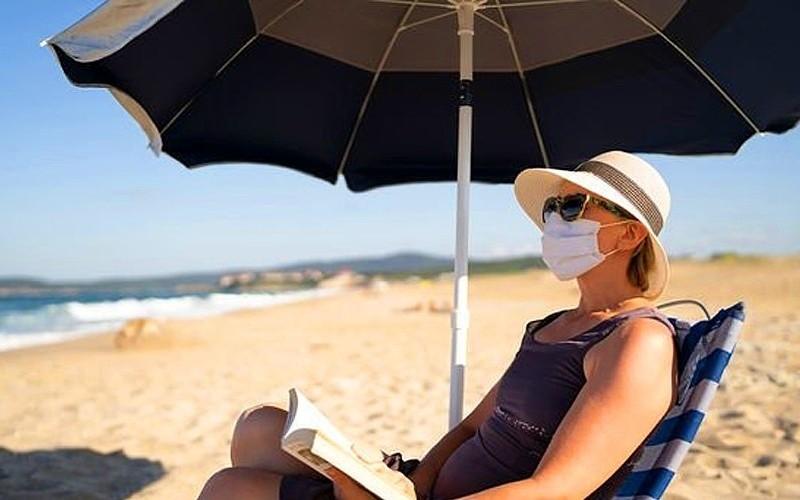 Карантин, день 465. Що потрібно знати про носіння захисної маски в спеку