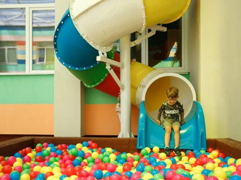 Мрія всіх дітей. На Оболоні відкрився дитсадок з критим двориком, басейном та ігровими зонами