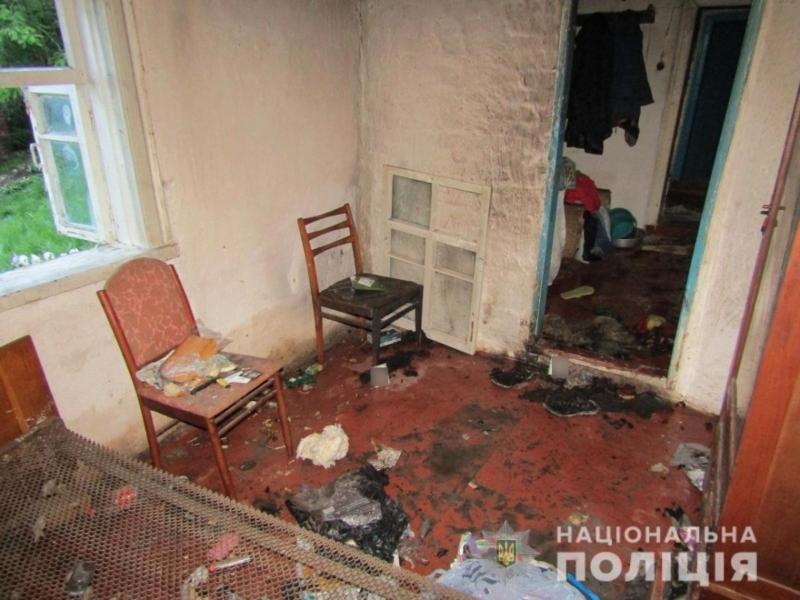 Вилив майже літр бензину. На Київщині чоловік підпалив свою дружину (ФОТО)