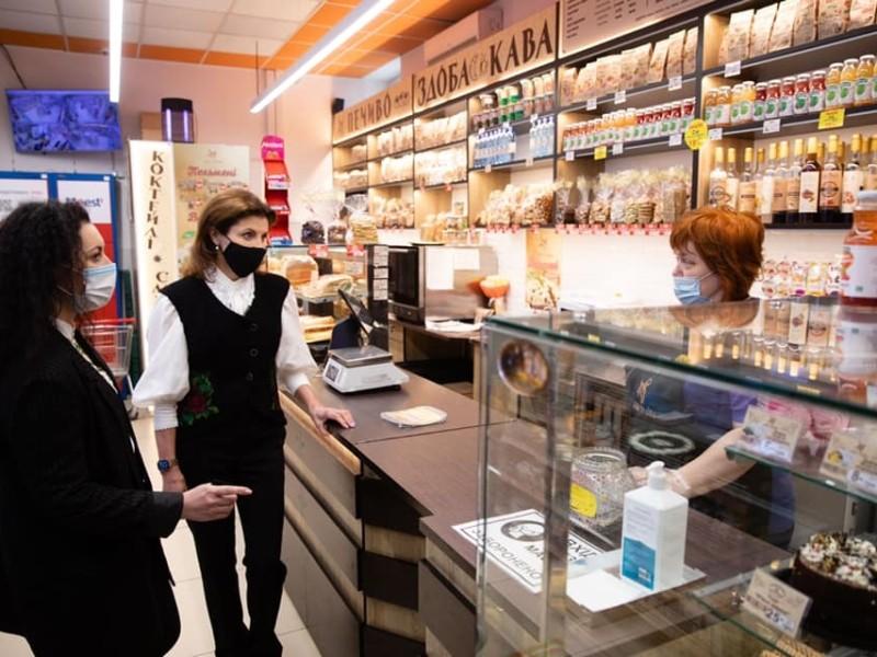 """""""Вам я ще каву не робила"""". Продавчиня в магазині не відразу впізнала Марину Порошенко (ФОТО)"""