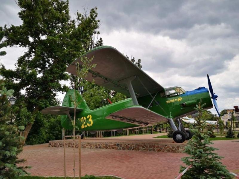 У столичному парку з'явився літак-ветеран, занесений до Книги рекордів Ґіннеса