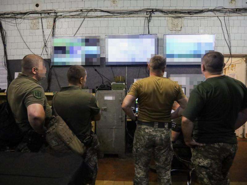Розвідувати стане легше. Петро Порошенко передав військовим систему відеоспостереження