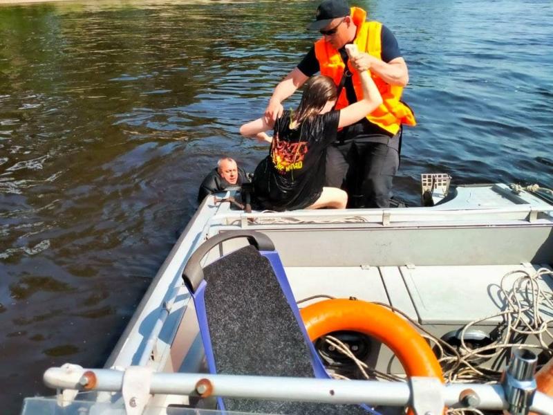 У Києві шукали в річці потопельника, а знайшли живу дівчинку (ФОТО)