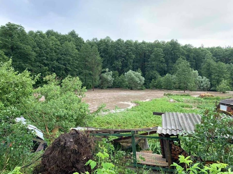 Велика вода: на Київщині прорвало дамби (ФОТО)