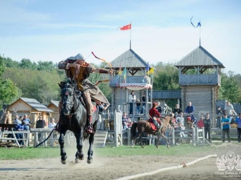Стріляти з лука верхи на коні. У Києві пройде змагання за Кубок князя Володимира