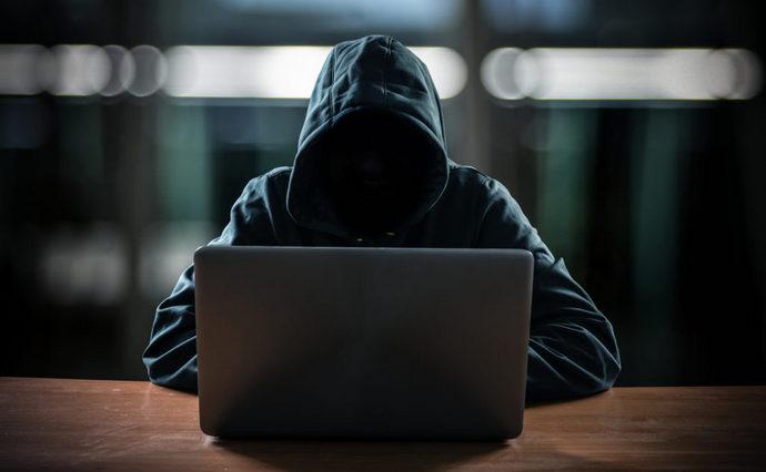 Бондіана в селі під Києвом. Будинок з хакерами взяли штурмом (ВІДЕО)