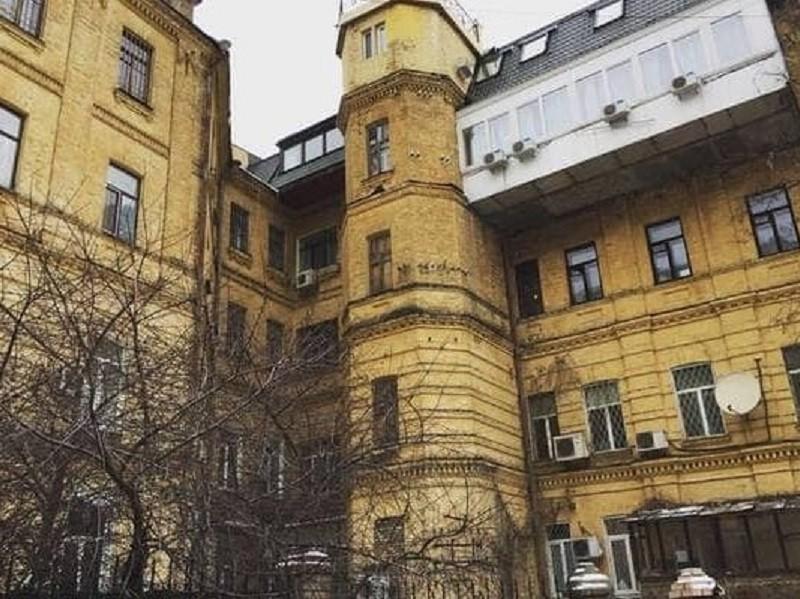 У Києві вишукують фасади, які можуть впасти комусь на голову