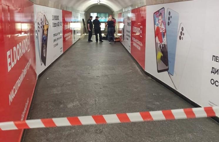 У київському метро помер кур'єр служби доставки (ФОТО)