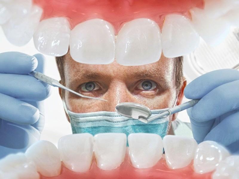 Як лікувати зуби без болю, розказали в Люмі-Дент