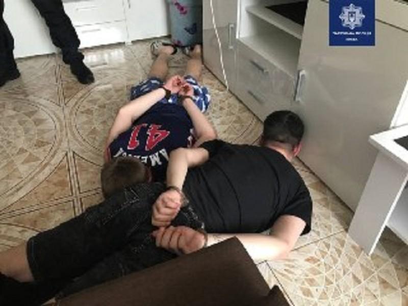 Заманили в квартиру, били і вимагали гроші. У Києві піймали викрадачів молодого чоловіка
