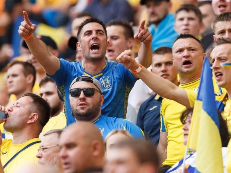 """Кричалку""""Путін –ху*ло"""" слід зробити офіційною, з позиції українського народу"""