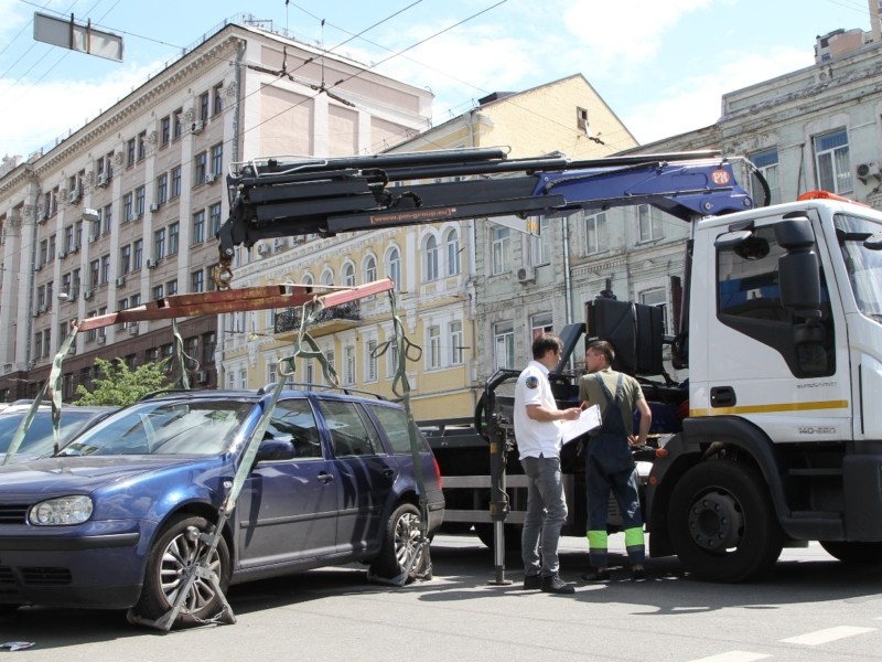 Київ оголосив великий добір інспекторів з паркування – деталі