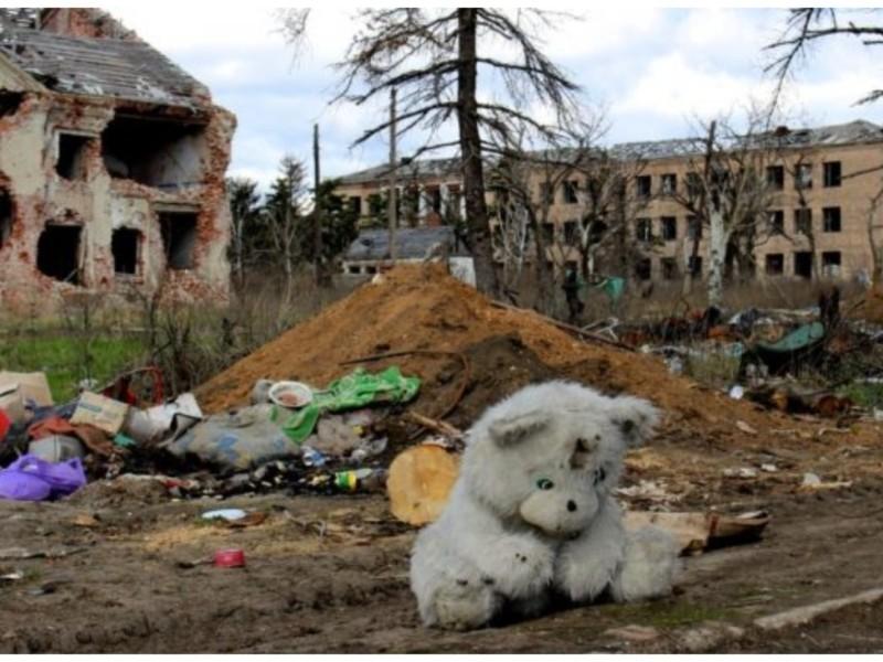 Як то жити під бомбами? У Києві відкриється перша виставка Музею воєнного дитинства в Україні