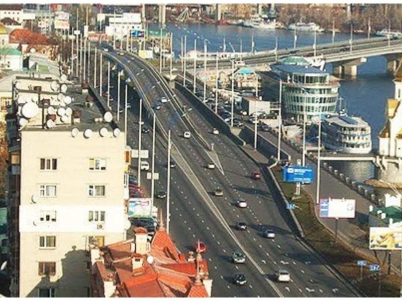 Сьогодні на Набережно-Хрещатицькій обмежуватимуть рух: деталі