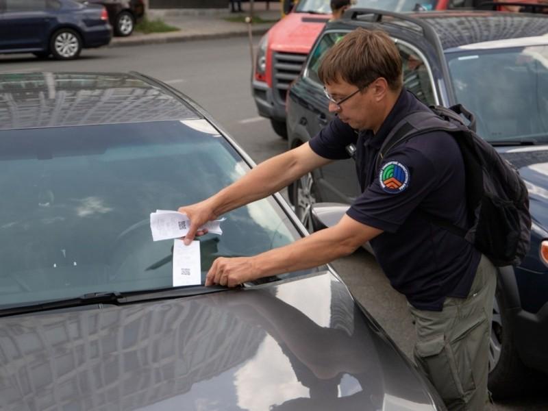 Шара скінчилась: водіїв почали штрафувати за несплату парковки – скільки доведеться вийняти з кармана