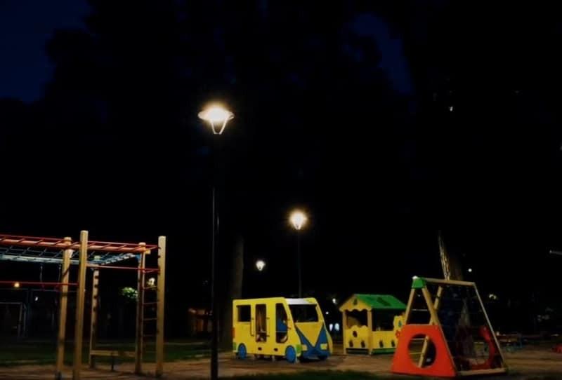 Сквер на Котельникова вже із сучасним освітленням – що далі