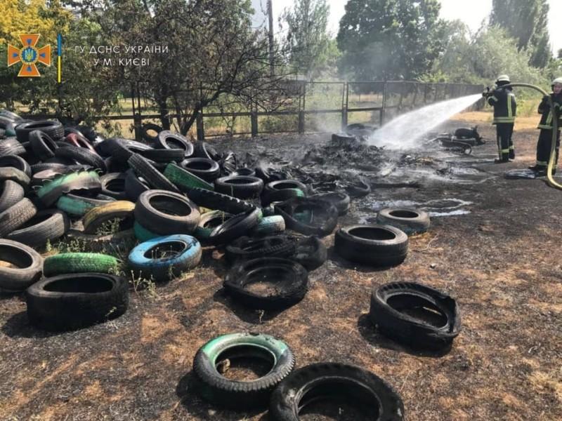 Пожежа на звалищі шин наробила смороду на Березняках