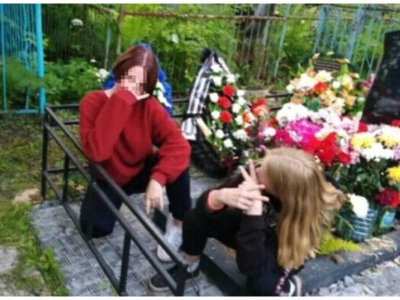 """""""Тусовка"""" підлітків на цвинтарі: особи дівчат встановили – яке покарання їх чекає"""