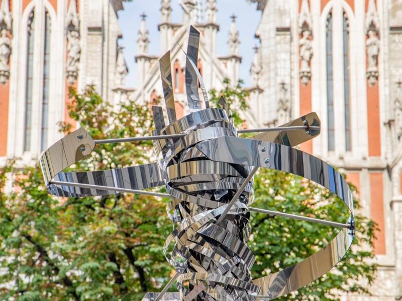 У центрі Києва встановили скульптуру, що символізує вируючу італійську душу
