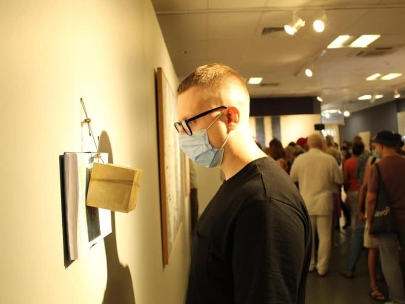 Картини, скульптури, інсталяції. У Музеї Києва показують твори італійських митців кількох поколінь