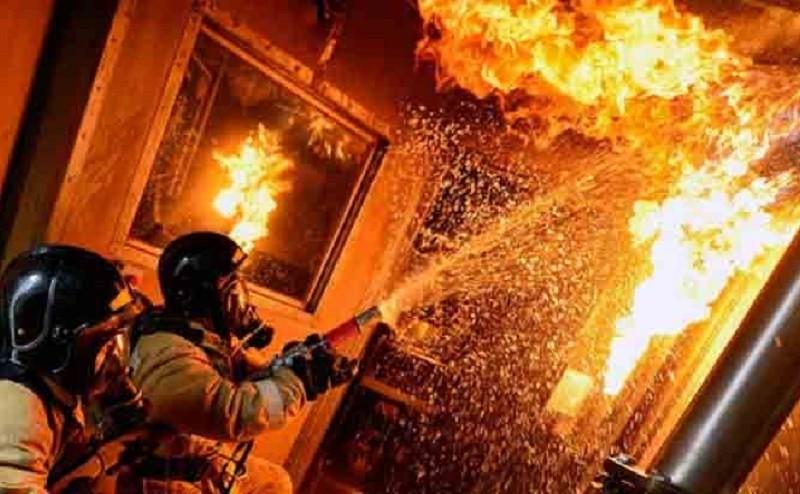 У столиці чоловік підпалив власну квартиру і пішов геть (ФОТО)