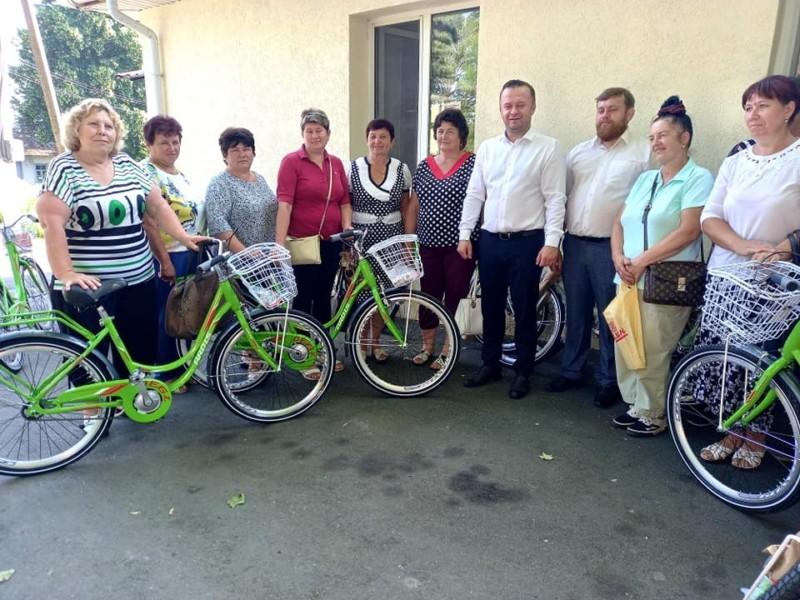 Печкін по-київськи. Соцпрацівники в Димері отримали велосипеди