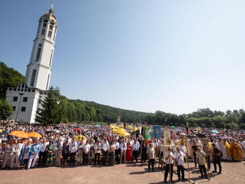 Порошенко взяв участь у Зарваницькій прощі та заспівав з тисячами паломників (ФОТО, ВІДЕО)