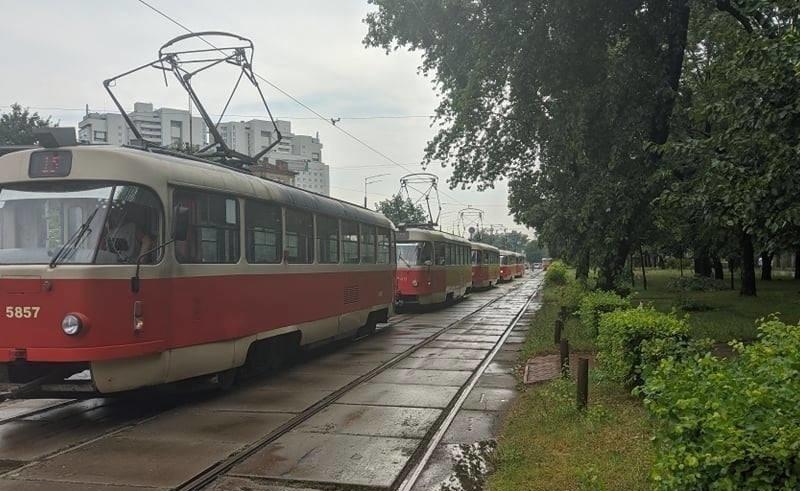 У Києві через потоп зупинилися трамваї (ФОТО)