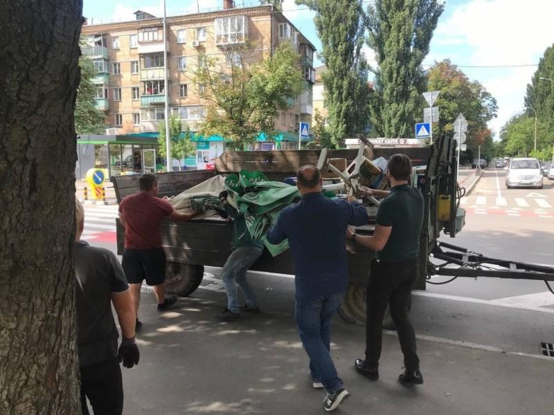 На Солом'янці вуличні торгаші напали на комунальників (ФОТО)