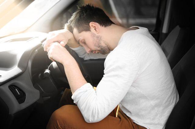 Розморило. У Києві п'яний молодик викрав автівку, і заснув на задньому сидінні