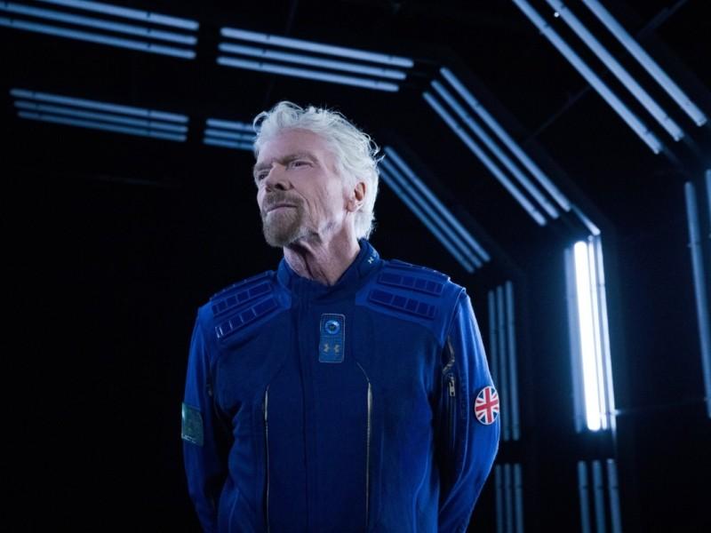 Британський мільярдер злітав у космос і назад (ВІДЕО)