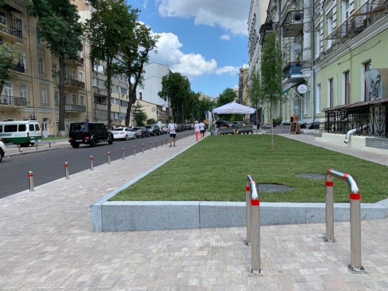 По одній з вулиць в центрі міста до кінця літа обмежили рух транспорту