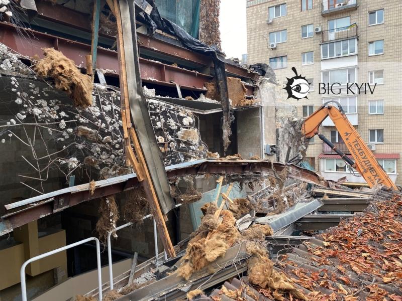 """Боротьба за """"Квіти України"""": суд заборонив зносити будівлю"""