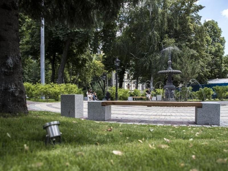 120-річний фонтан та система поливу: як оновили сквер в центрі Києва (ВІДЕО)