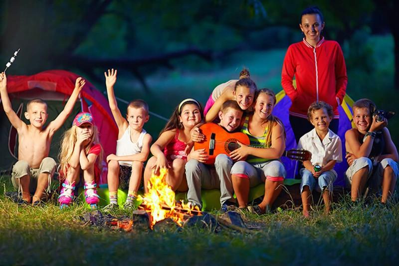 Чадо на відпочинку, серце не на місці. Хто і як перевіряє літній табір на готовність приймати дітей?