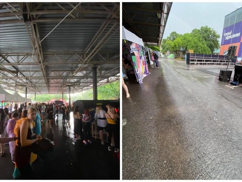 Мокрі і нещасливі: на Atlas Weekend пройшла злива. Кажуть, не розходитися (ФОТО)