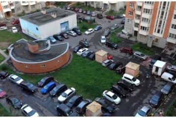 Не діло, коли швидка чи аварійка не може проїхати в двір: паркування у дворах необхідно упорядковувати