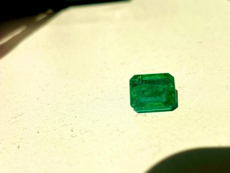 Афера не вдалася: смарагд за 10 000 $ везли як штучний камінь за 22 $