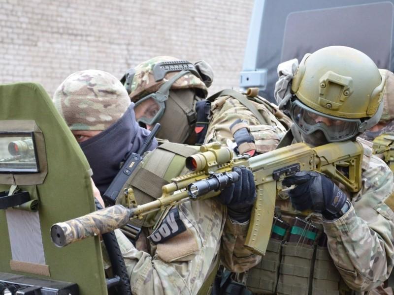 СБУ навчається. У Києві зупинятимуть рух та перевірятимуть документи