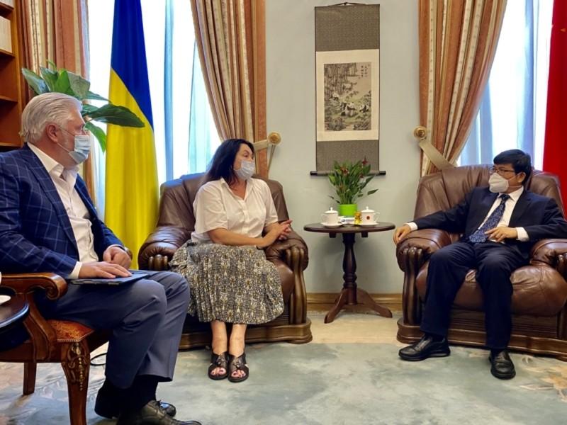 Компартія Китаю в Українських телевізорах? Чому Герасим'юк їздила в КНР