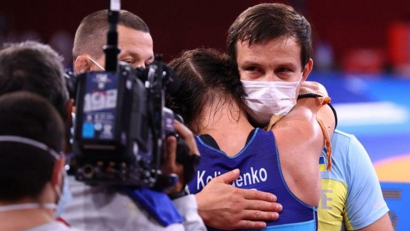 """""""Ви її заслужили!"""". Призерка Олімпіади Ірина Коляденко віддала подаровану квартиру тренеру"""