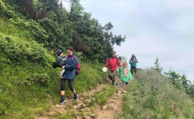 Київське подружжя з немовлям заблукало в горах: деталі