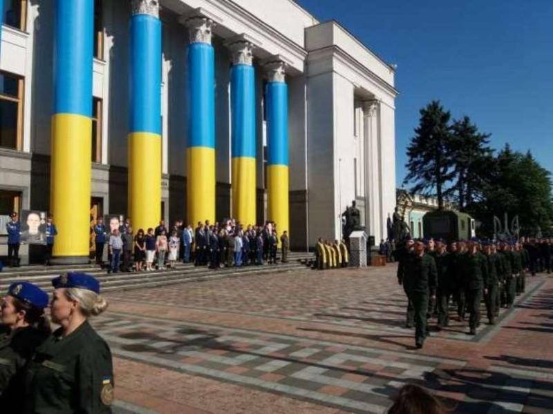 Під Радою вшанували пам'ять нацгвардійців, що загинули від вибуху гранати (ФОТО)