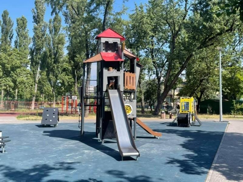 Дитячий майданчик на вул. Ентузіастів відремонтували. Як там зараз – фото