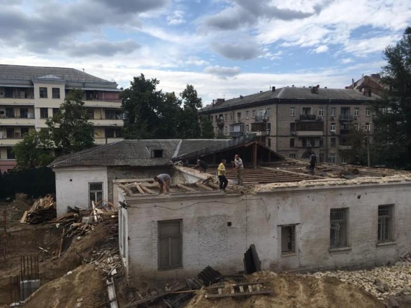 Поліція все опечатала, але забудовник продовжив демонтаж садиби Барбана (ФОТО)