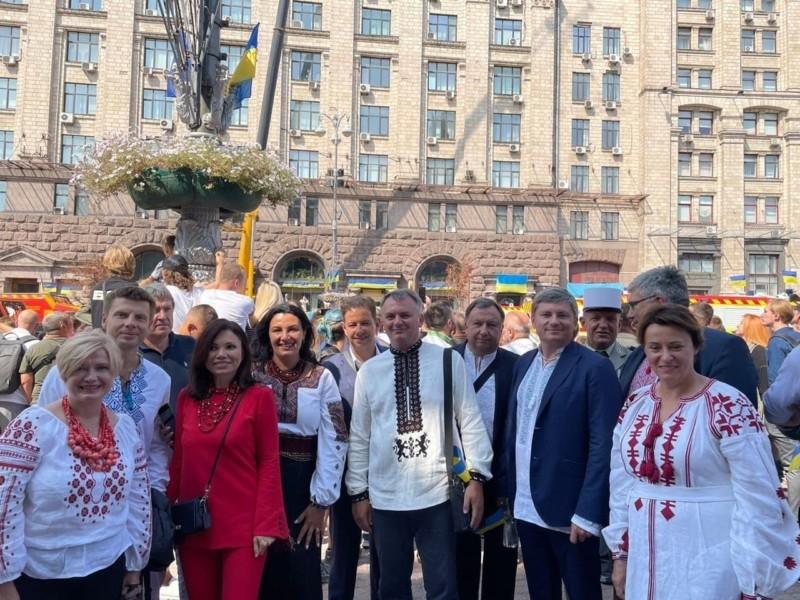 Соратники Порошенка не голосуватимуть за проект гербу від Зеленського