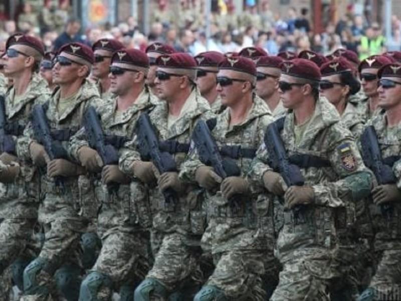 На репетиції параду в центрі Києва військові співали «Путін – х#йло» (ВІДЕО)