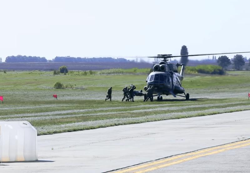 """Стовпи диму, тонни води, парашутисти, гелікоптери. В аеропорту """"Бориспіль"""" відбулись масштабні навчання"""