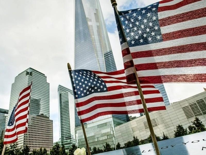 """""""Боротьба, яку сьогодні ведуть Сполучені Штати, це і наша боротьба"""". Петро Порошенко вшанував жертв трагедії 9/11"""